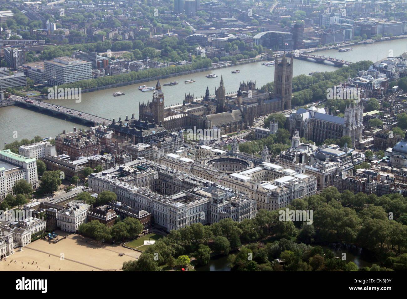Vista aerea del Tesoro edifici, l'FCO, gli uffici governativi e il Palazzo del Parlamento, Londra SW1 Immagini Stock