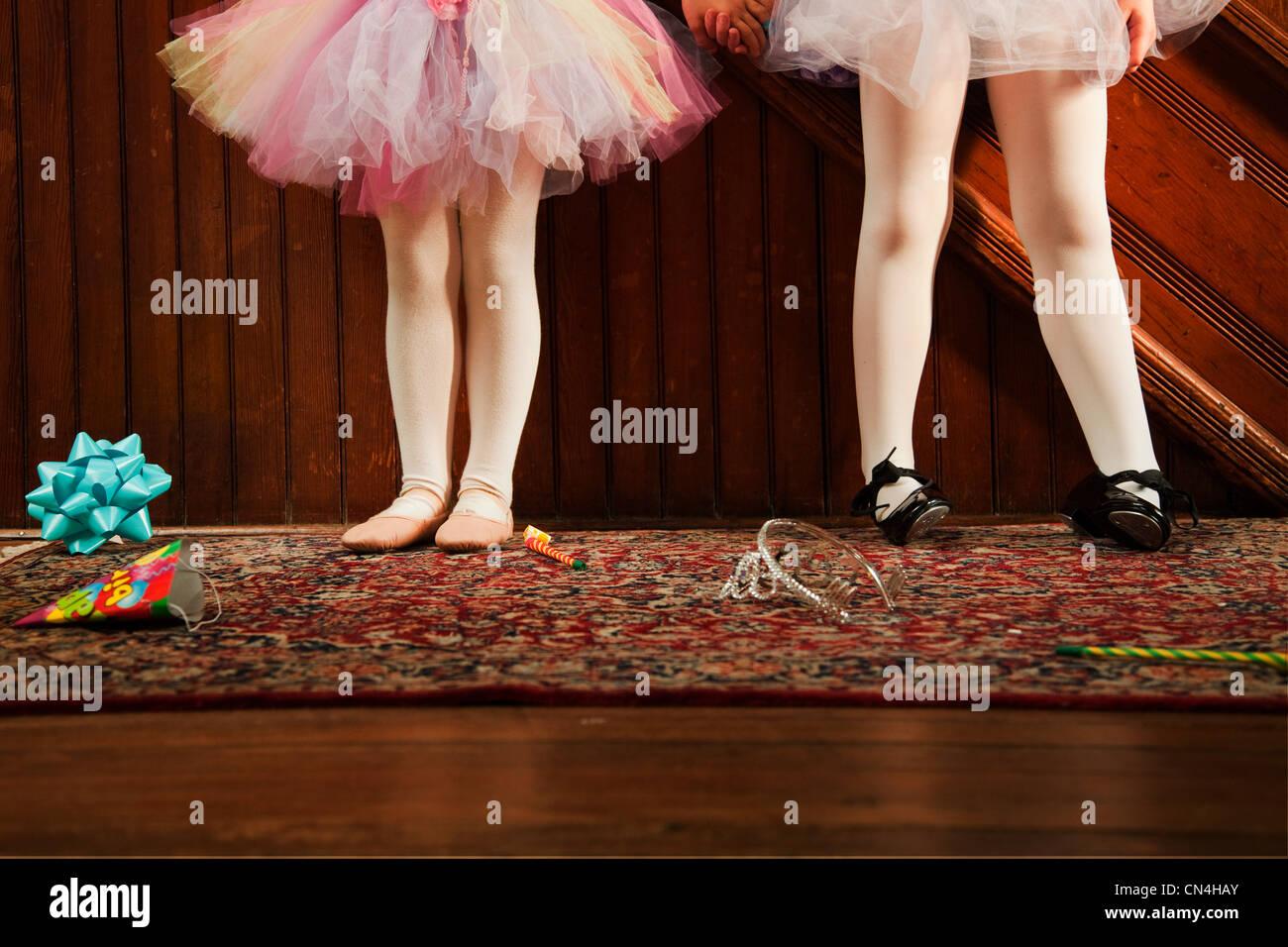 Sezione bassa di ragazze che indossano tutu Immagini Stock