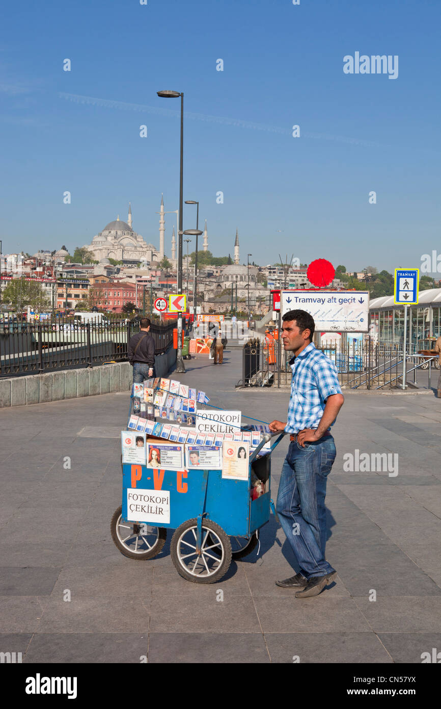 Turchia, Istanbul, Eminönü district, venditore ambulante Immagini Stock