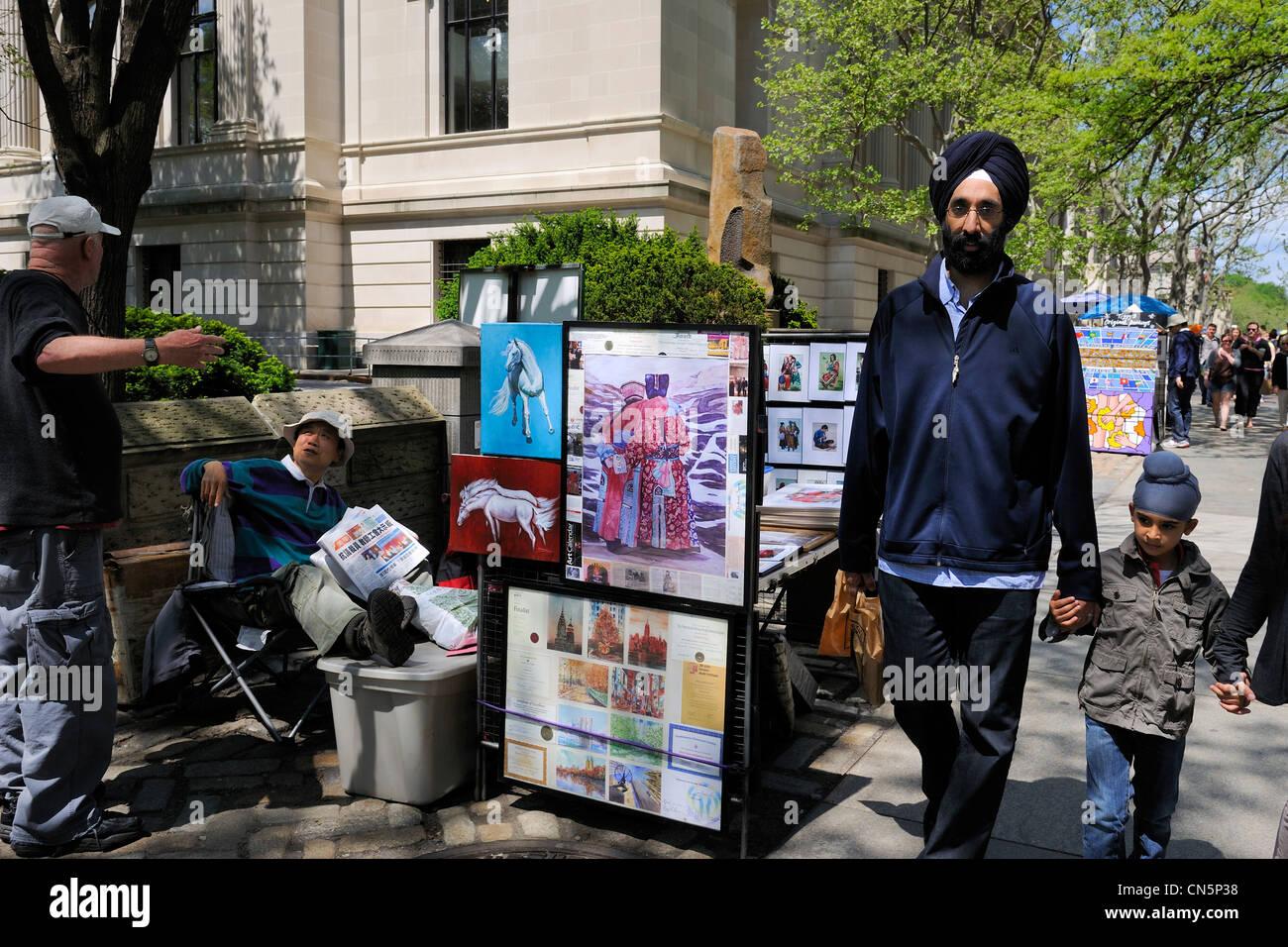 Stati Uniti, New York City, Manhattan Upper East Side, Sikh famiglia nella parte anteriore dello stallo di un artista Immagini Stock