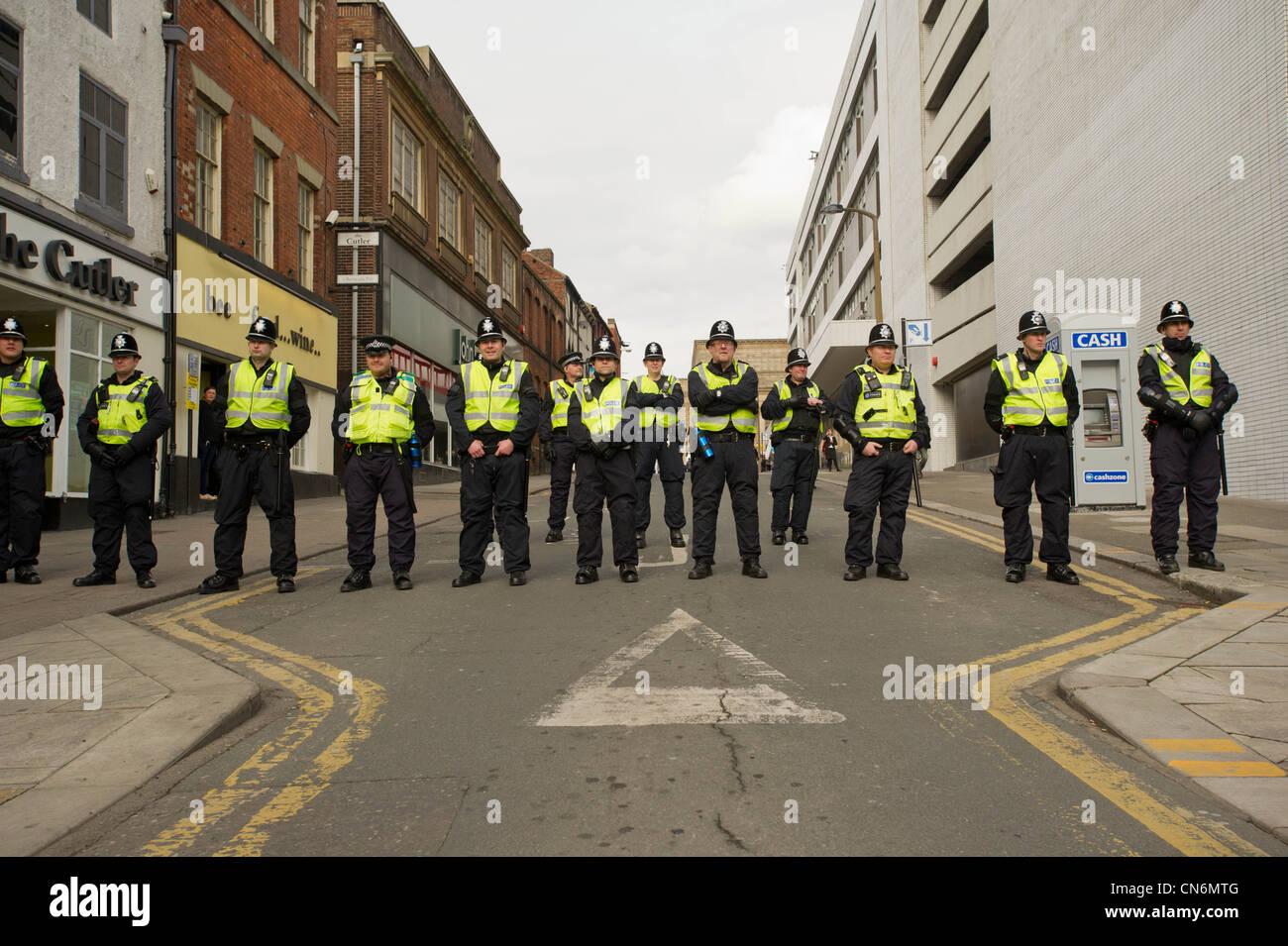 Cordone di polizia per i liberali democratici Conferenza a Sheffield Immagini Stock