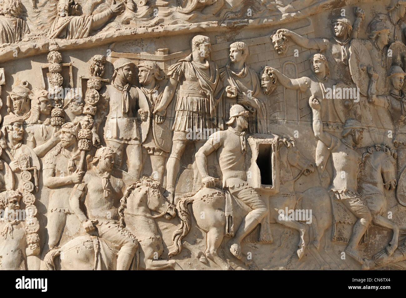Roma. L'Italia. Colonna di Traiano (AD 113). I dettagli delle scene raffiguranti l'imperatore Traiano le Immagini Stock