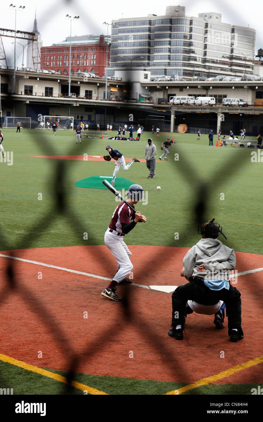 Stati Uniti, New York City, Manhattan Chelsea, partita di baseball, il centro sportivo di Chelsea Pier, Pier 62 Immagini Stock