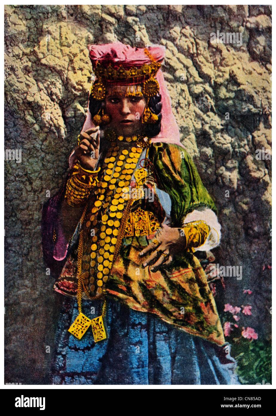 Pubblicato per la prima volta 1914 Aran caric il sistemaare ballerino Algeria Algeria donna costume femminile Immagini Stock