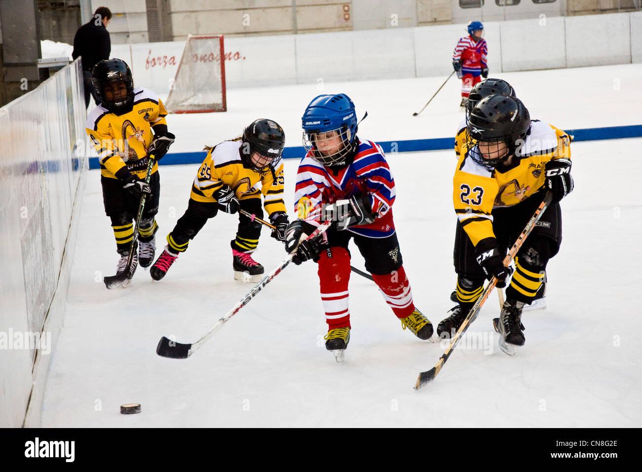 Svizzera Canton Ticino, Sonogno, hockey su ghiaccio Immagini Stock