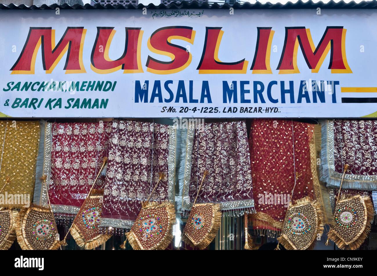 Abiti musulmani shop Laad Bazaar di Hyderabad, Andhra Pradesh in India Immagini Stock