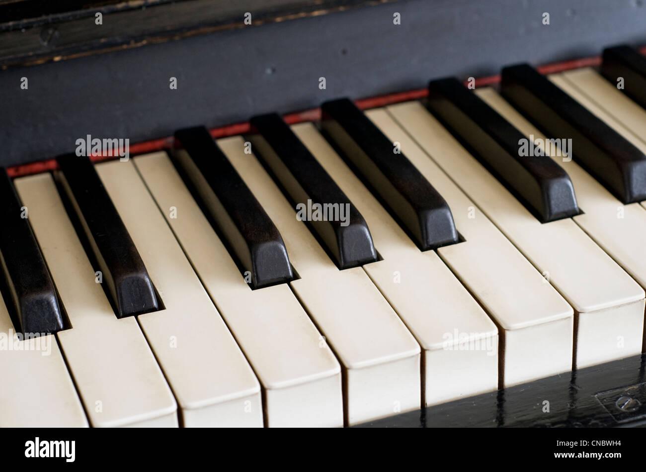 In prossimità dei tasti di un pianoforte Foto Stock