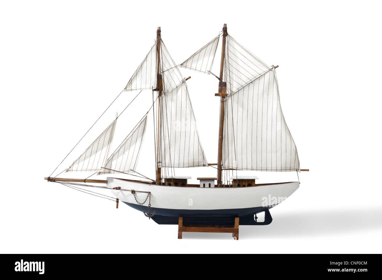 Studio shot di un giocattolo di barca a vela Immagini Stock