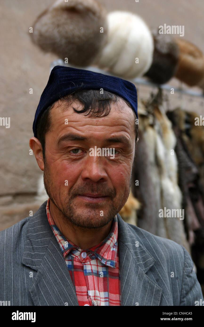 Gentleman tradizionale in Samarcanda, Uzbekistan Immagini Stock