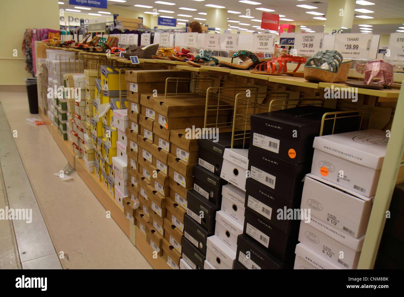 ed1eec05a612a Miami Florida shopping scarpe display retail per la vendita Immagini Stock