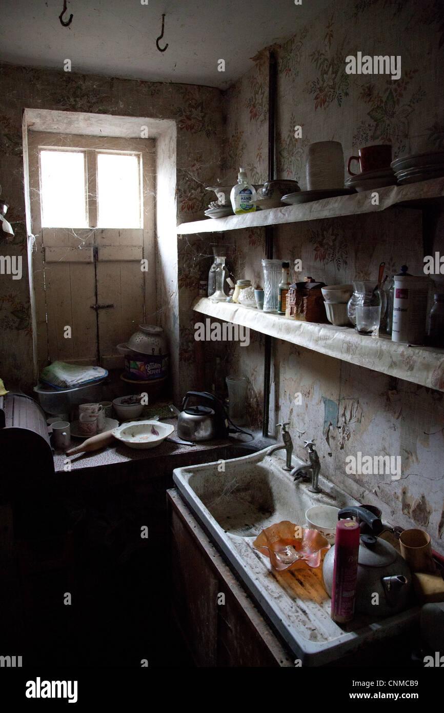 Vecchia cucina abbandonati Foto & Immagine Stock: 47777277 ...