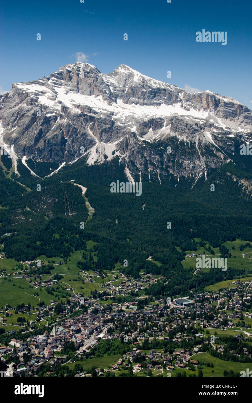 La Tofana di Dentro il picco aumenta al di sopra di Cortina d'Ampezzo nelle Dolomiti, Italia Immagini Stock