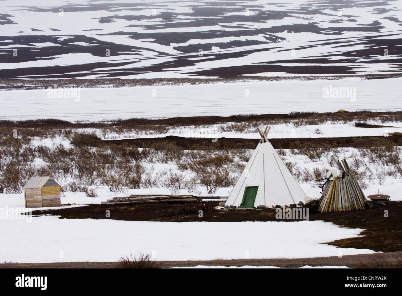 Tenda tradizionale della popolazione Sami nel paesaggio invernale, Norvegia, Penisola Varanger Immagini Stock