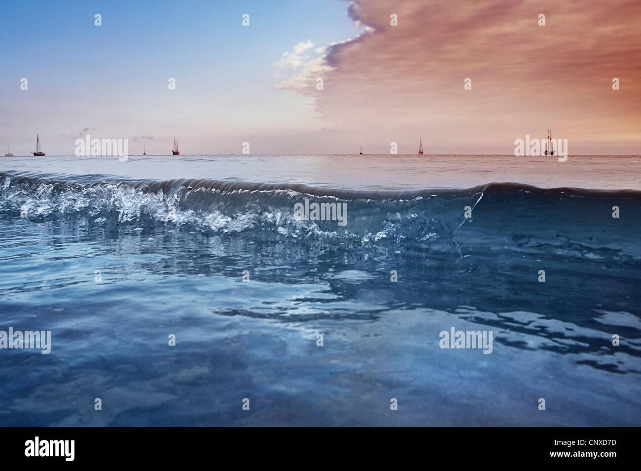 Distante barche a vela sul Mar Baltico, Germania Immagini Stock