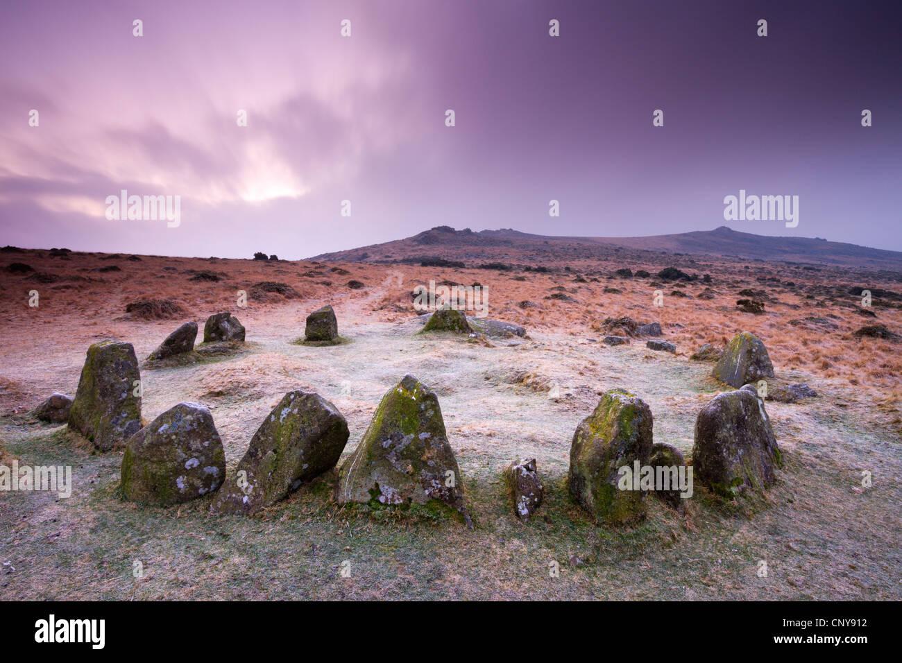 Cerchio di pietra cairn su Dartmoor, noto come entrambi i nove di fanciulle e i diciassette fratelli, Belstone comune, Immagini Stock