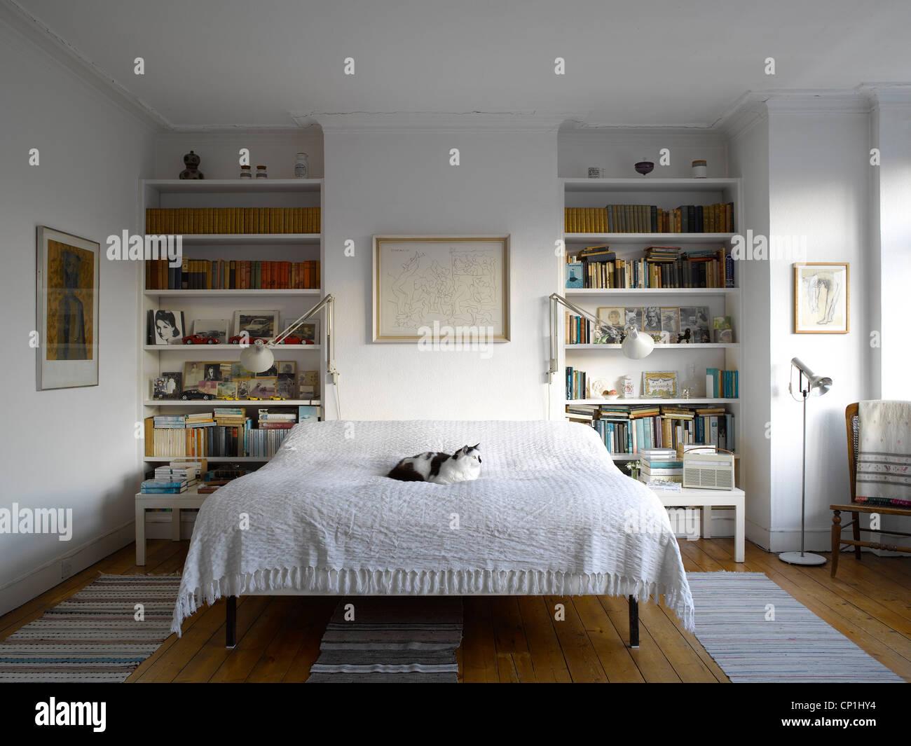 Libreria Design Camera Da Letto camera da letto con le librerie foto & immagine stock