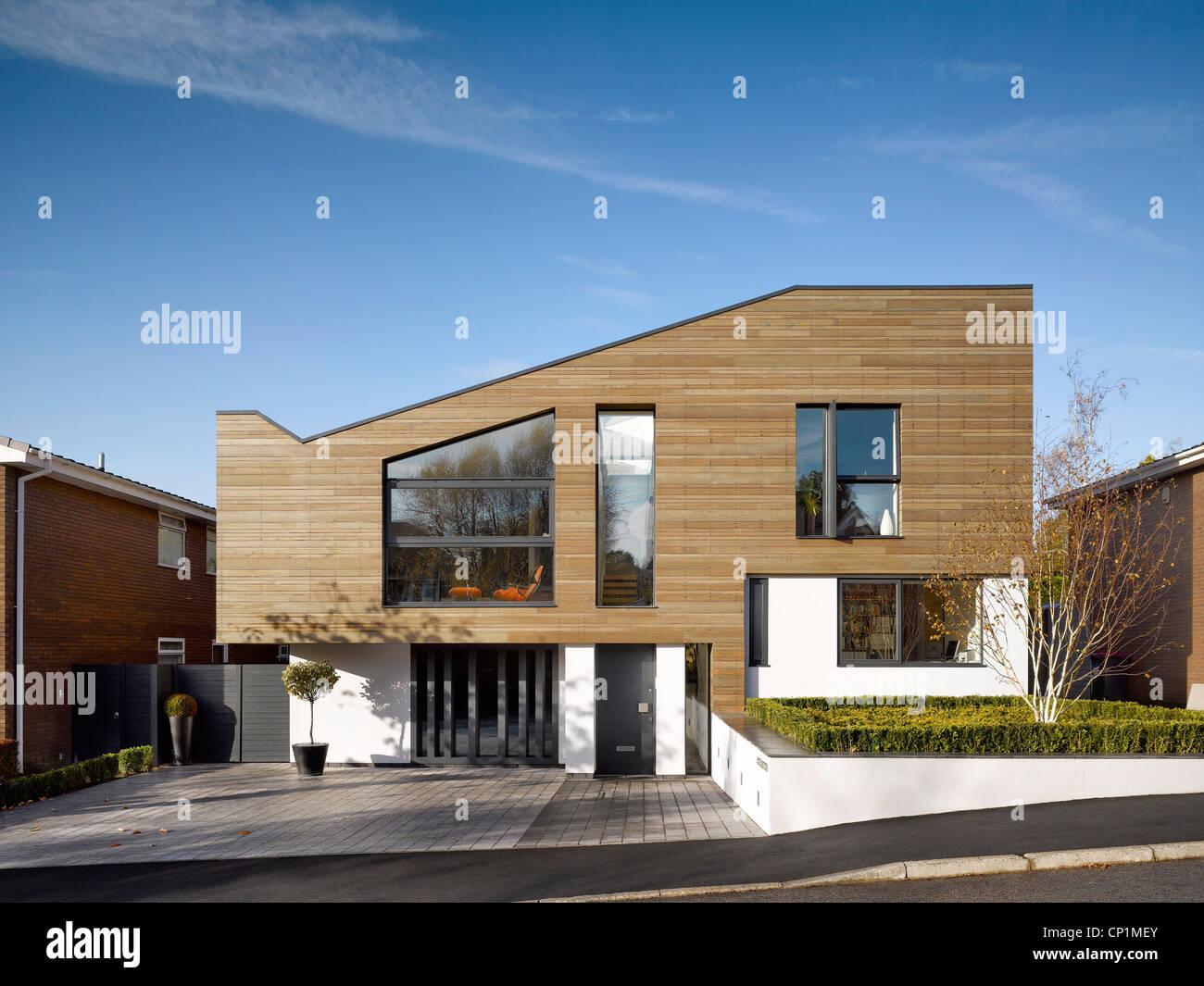 Rivestimento Casa In Legno rivestimento in legno e passo carraio dell'edificio esterno