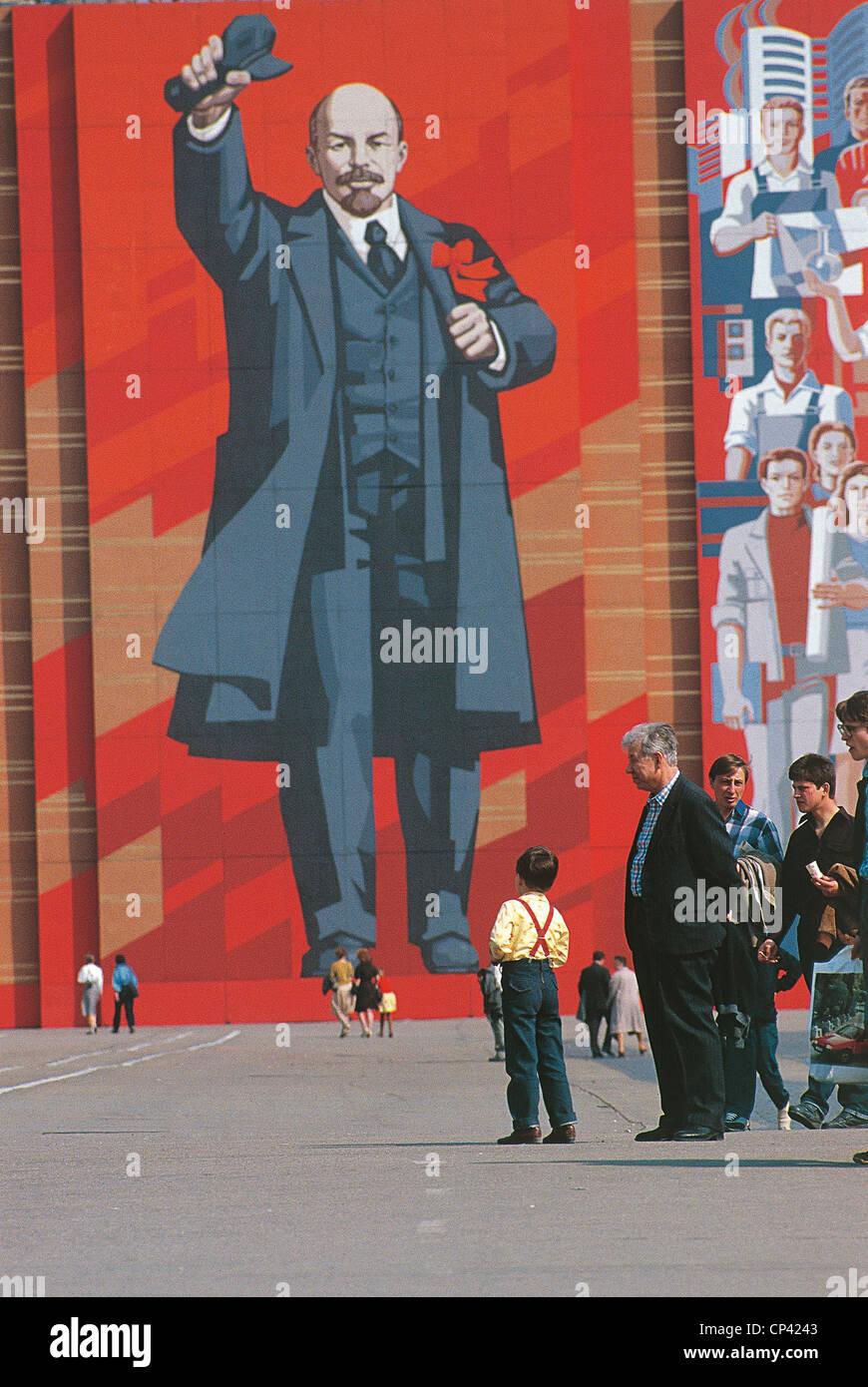 La Russia del XX secolo. Gli anni ottanta - San Pietroburgo. Murale Ritratto di Vladimir Ilyich Lenin Foto Stock