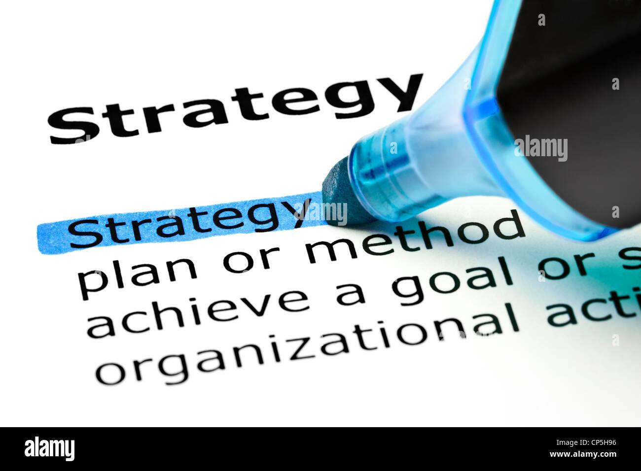 La strategia di parola evidenziata in blu con pennarello Immagini Stock