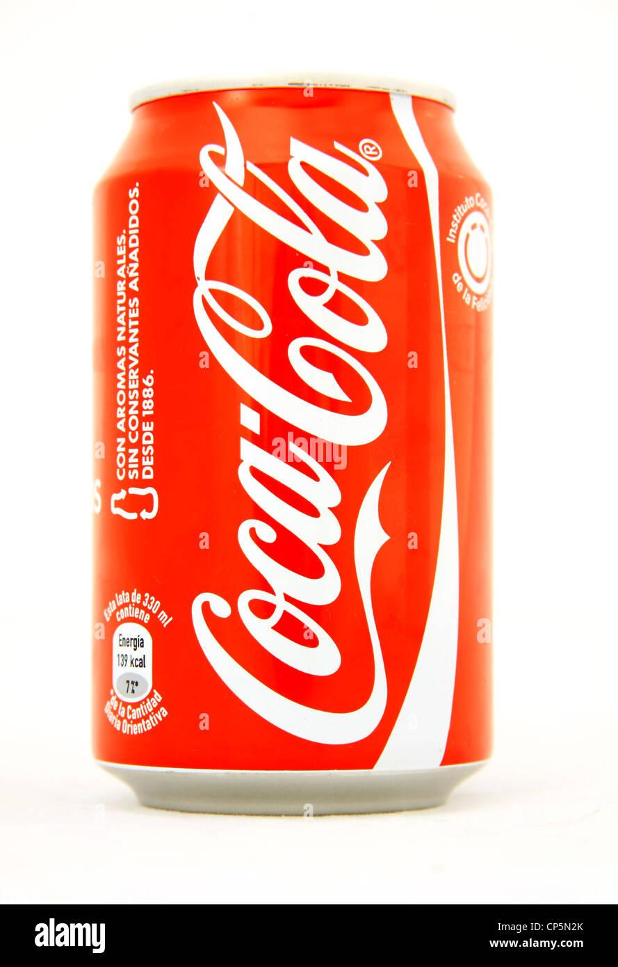 Coca Cola Può Su Sfondo Bianco Foto Immagine Stock 48069467 Alamy