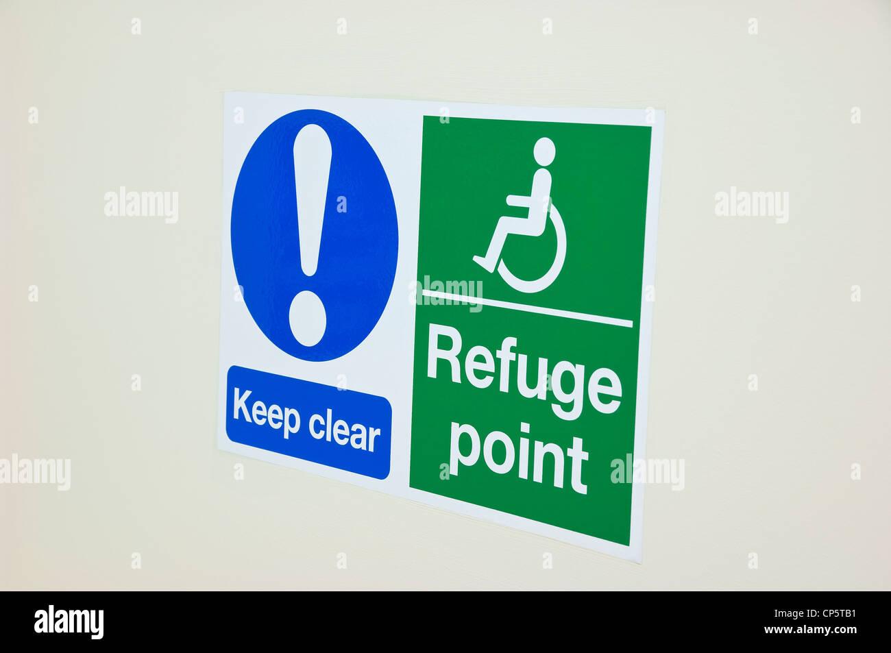 Sedia a rotelle disabilità rifugio punto firmare Immagini Stock
