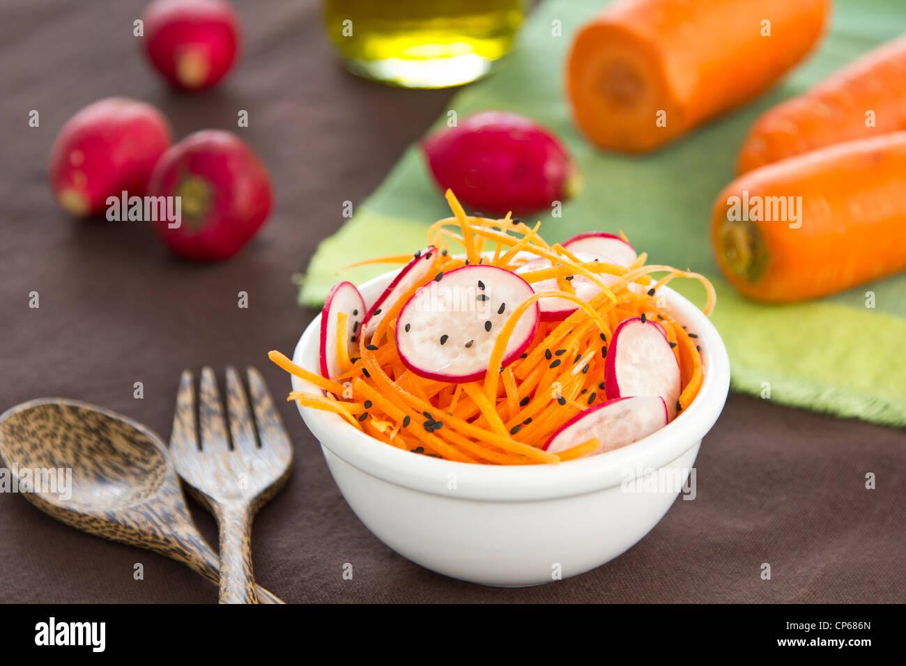 Carote e insalata di rafano Immagini Stock