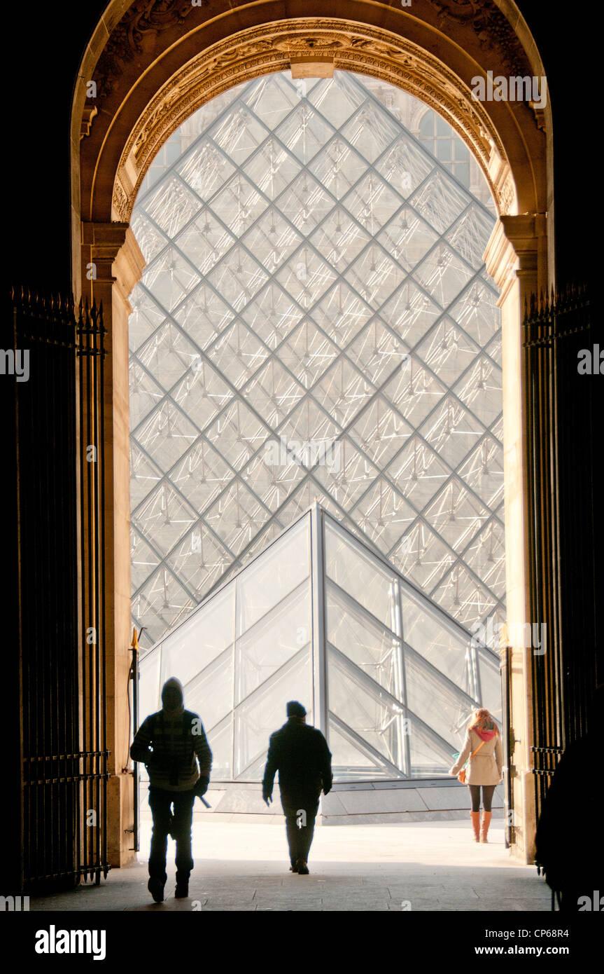 I.M. La piramide di pei presso il Museo del Louvre Parigi Francia Immagini Stock