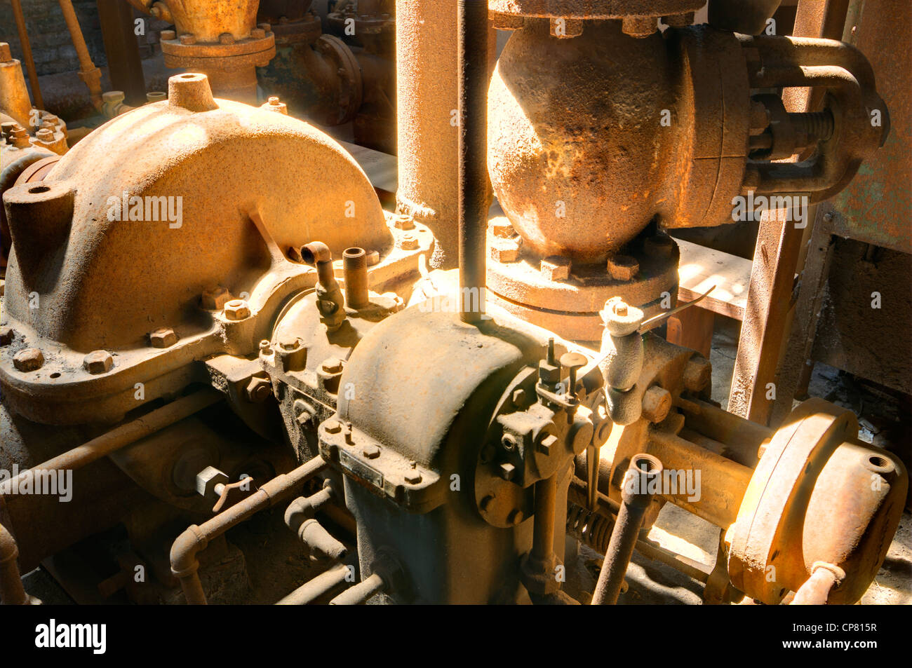Vecchio di parti di macchine in un mulino Immagini Stock