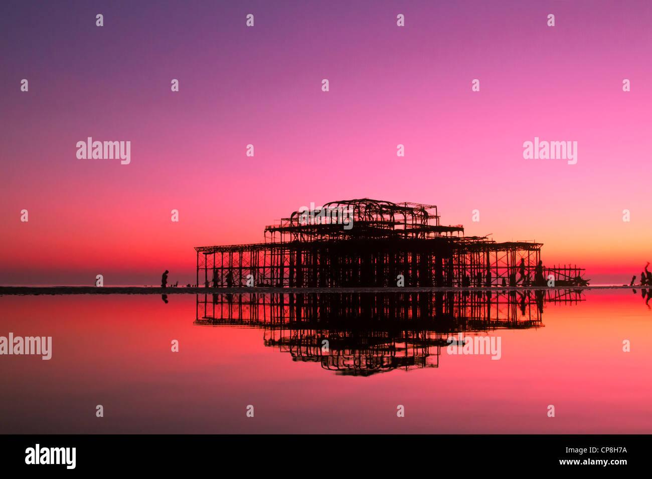 Molo Ovest di Brighton al tramonto, REGNO UNITO Immagini Stock