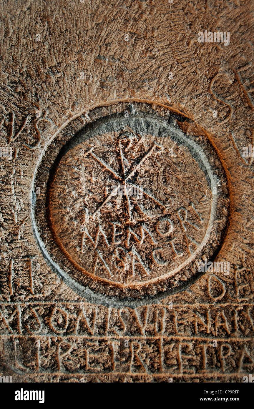 Chi Rho simbolo mensa tabella martiri terzo trimestre IV - 5 secolo A.C. Umm el Kherbet Ahdam Algeria Khirbet Um Immagini Stock