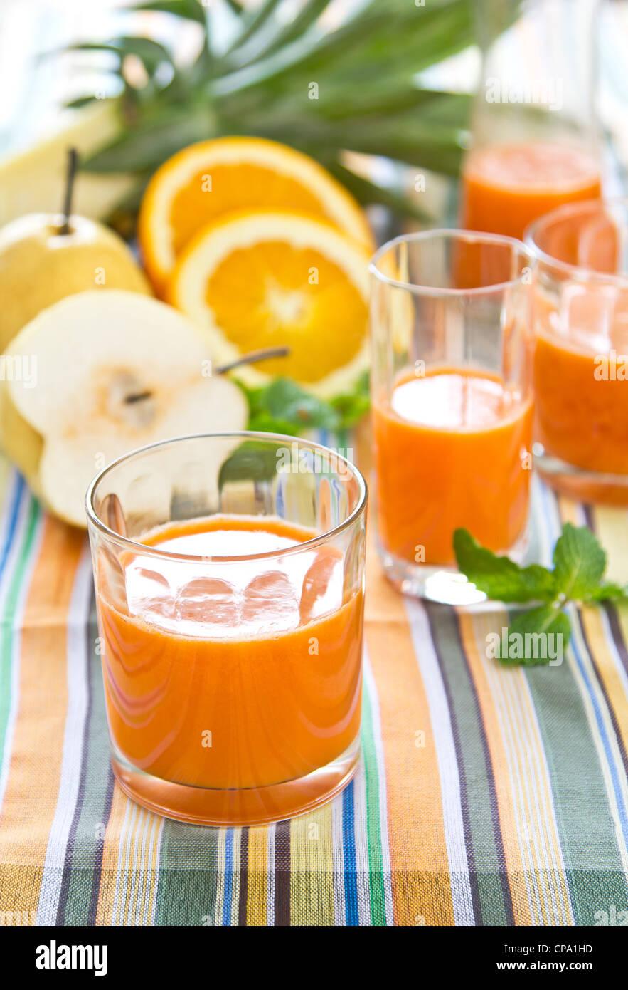 Pera,Carota e frullato arancione Immagini Stock
