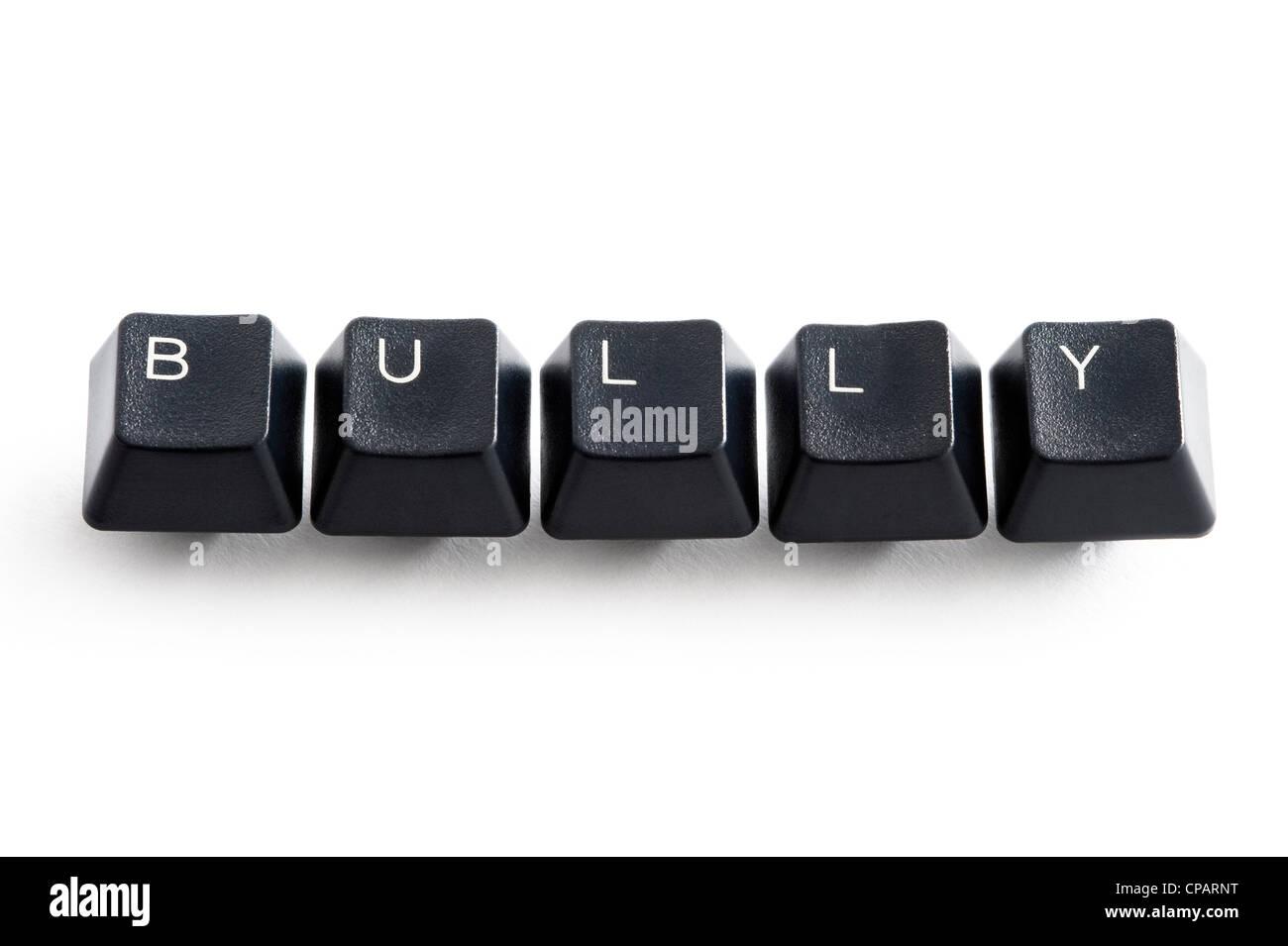 I tasti del computer l'ortografia della parola bullo che illustra il concetto di bullismo online Immagini Stock