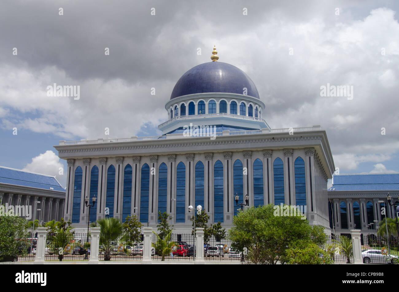 Borneo, Brunei. La città capitale di bandar seri begawan, assemblea legislativa edificio dove il Parlamento Immagini Stock