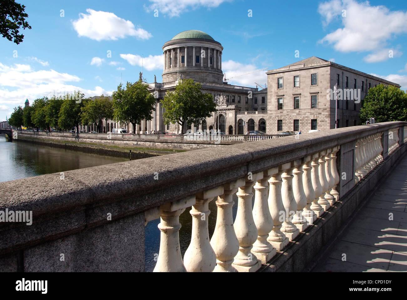 Quattro campi da tennis e il fiume Liffey, Dublino Repubblica di Irlanda, Europa Foto Stock