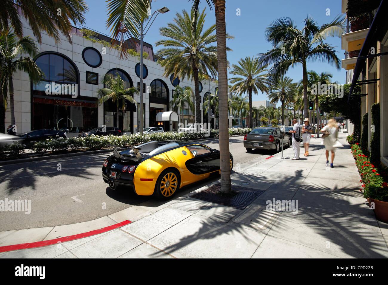 Auto di lusso parcheggiato su di Rodeo Drive e Beverly Hills, Los Angeles, California, Stati Uniti d'America, Immagini Stock