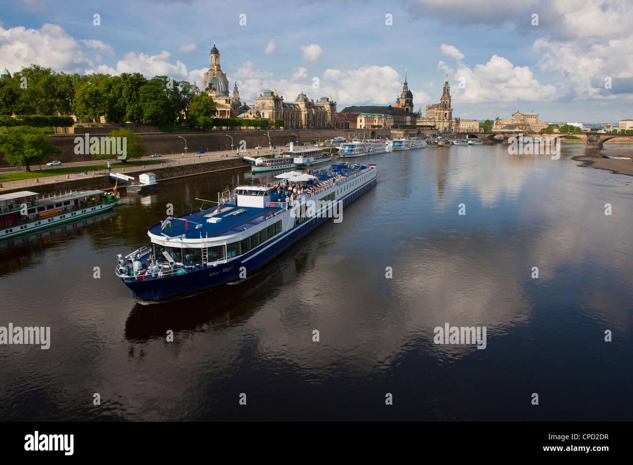 Navi da crociera sul fiume Elba a Dresda, Sassonia, Germania, Europa Immagini Stock
