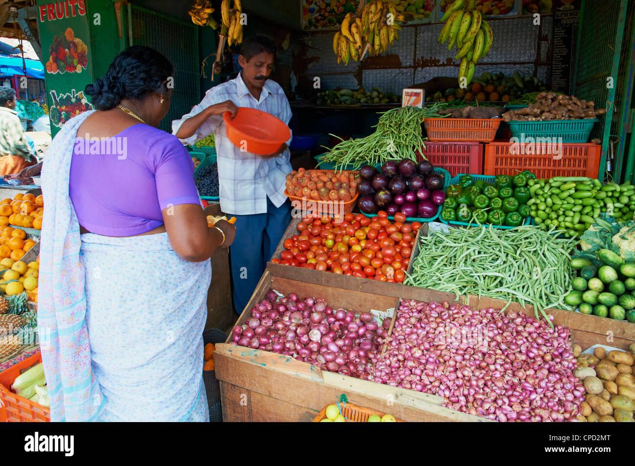 Mercato della frutta, Trivandrum (Thiruvananthapuram), Kerala, India, Asia Immagini Stock