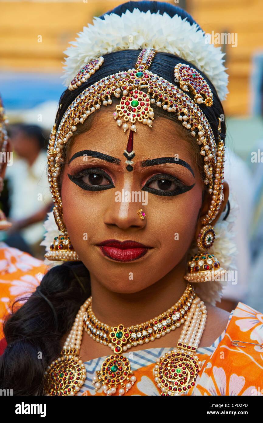 Spettacolo di danza al tempio di Krishna, Guruvayur, Kerala, India, Asia Immagini Stock