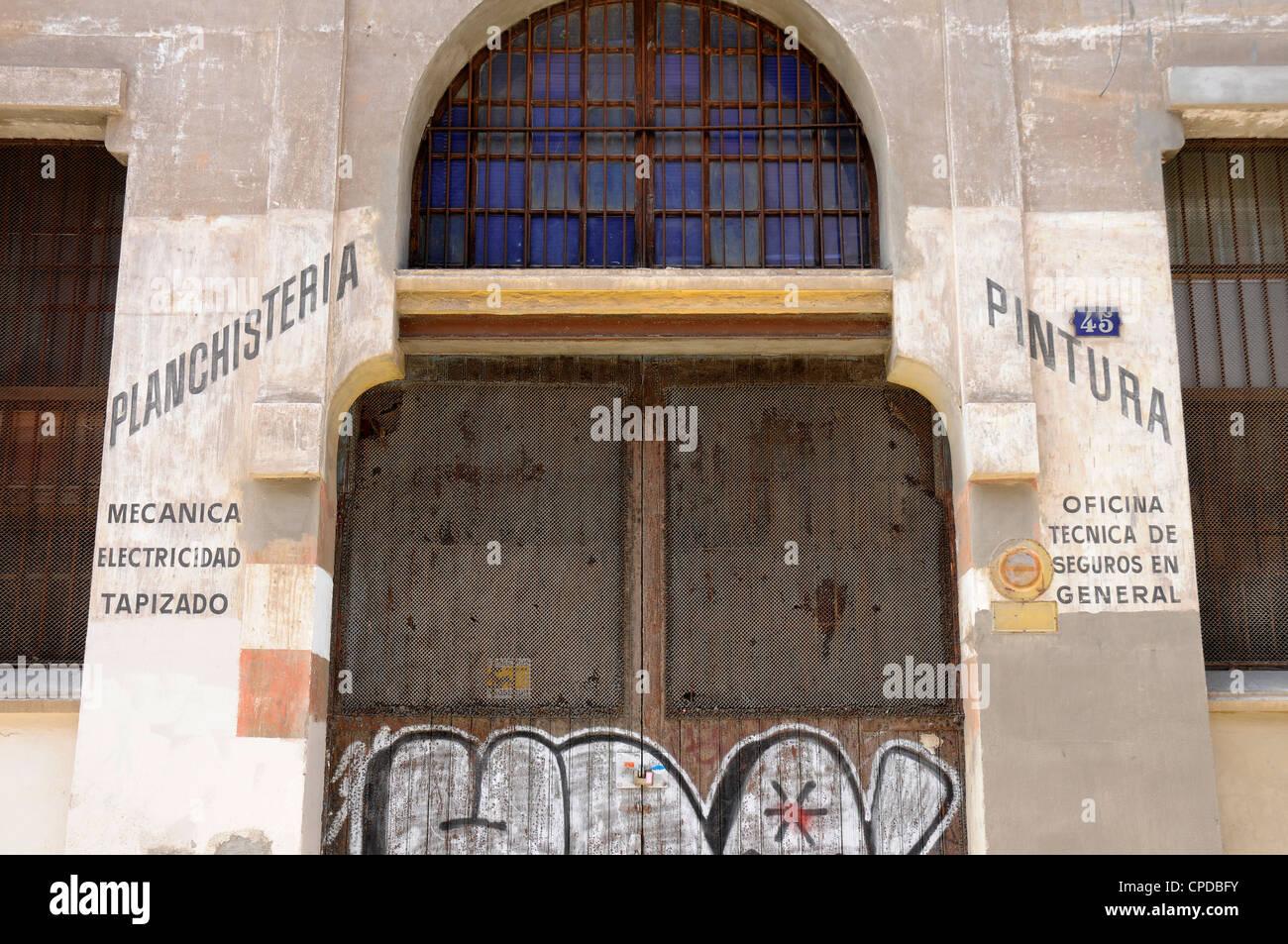 Tipografia in lamiera , vernice vecchia sede di Poble Nou quartiere di Barcellona. Immagini Stock