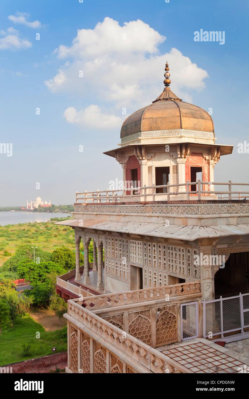 Taj Mahal, Sito Patrimonio Mondiale dell'UNESCO, attraverso la Jumna (Yamuna) del fiume dal Red Fort, Agra, Immagini Stock