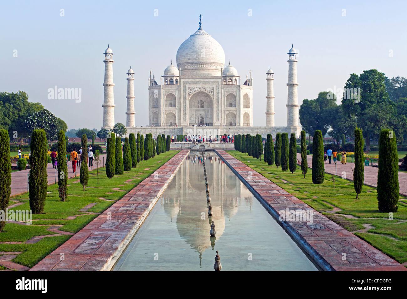 Taj Mahal, Sito Patrimonio Mondiale dell'UNESCO, Agra, nello stato di Uttar Pradesh, India, Asia Immagini Stock