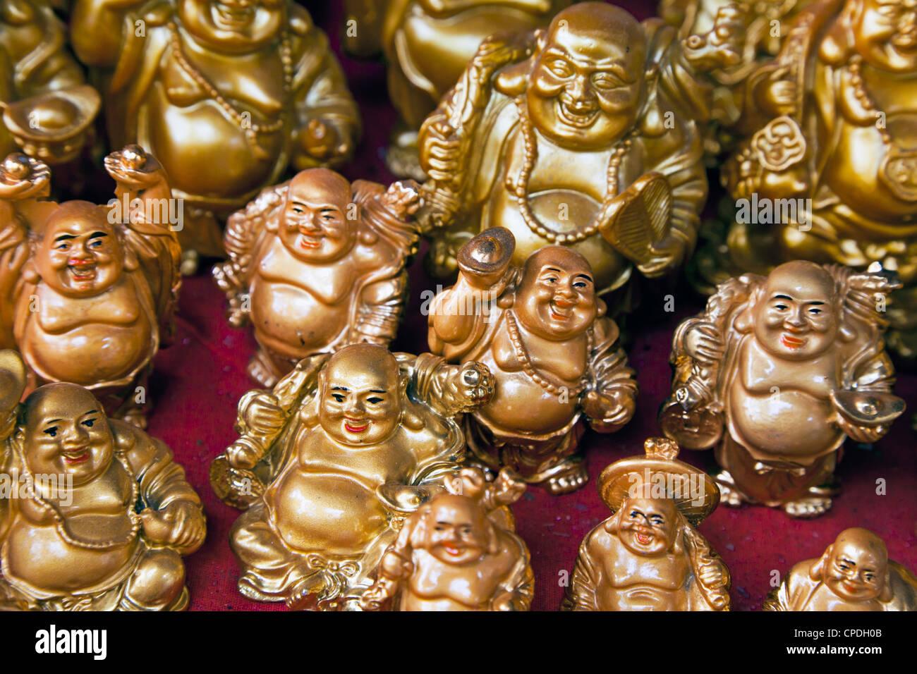 Mini figure di Buddha in vendita in un negozio in Mumbai, India, Asia Immagini Stock