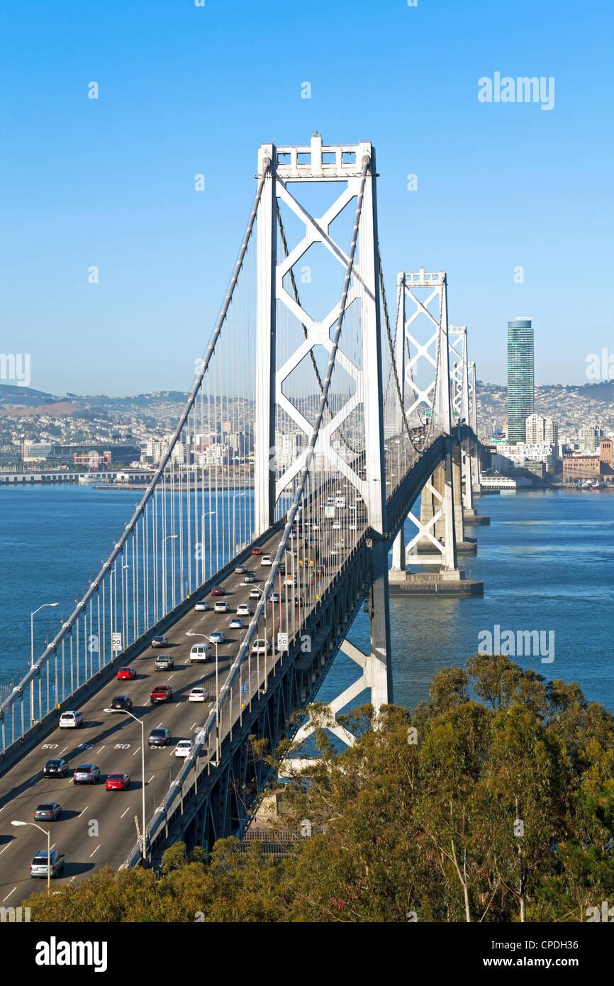 Oakland Bay Bridge e dello skyline della città di San Francisco, California, Stati Uniti d'America, America Immagini Stock