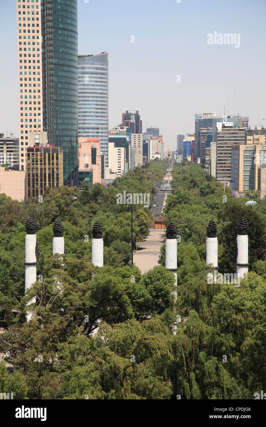 Vista del Paseo de la Reforma, Monumento a los Ninos Heroes, skyline, parco Chapultepec Hill, Chapultepec, Città Immagini Stock