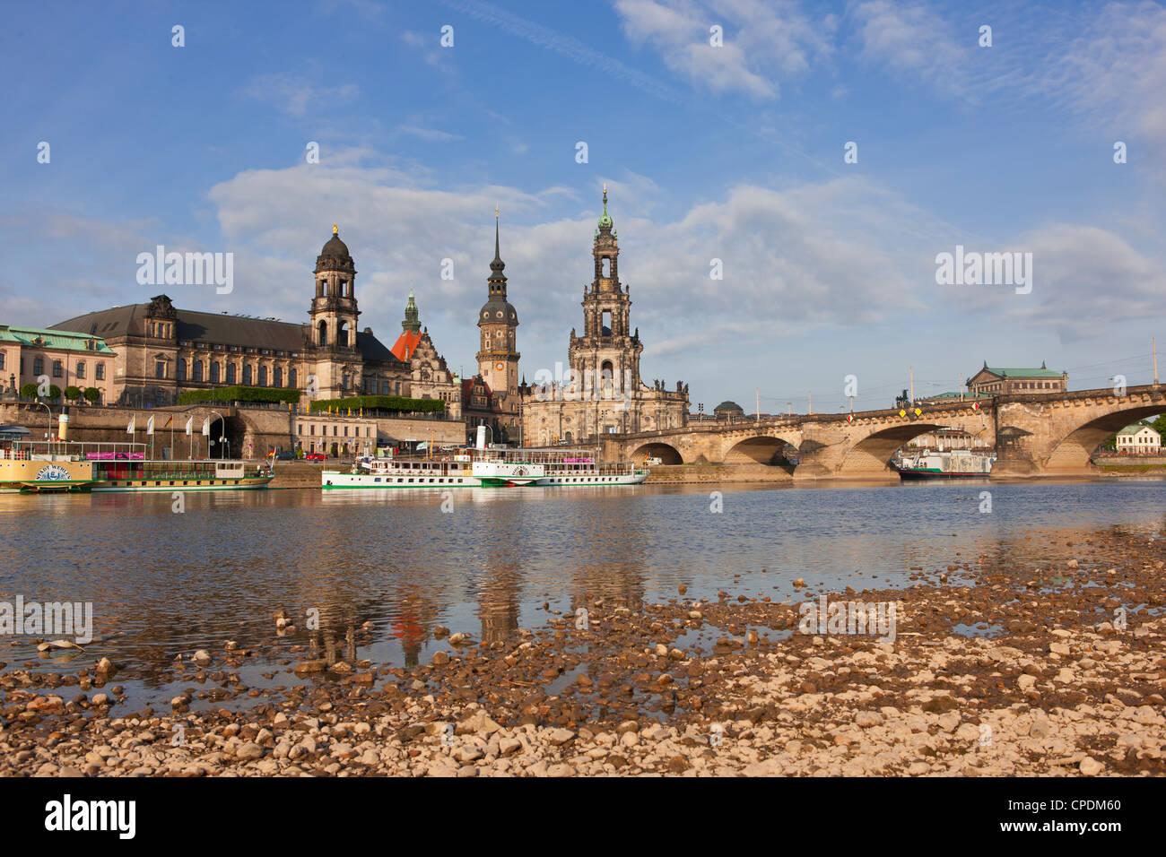 Navi da crociera sul fiume Elba a Dresda, Sassonia, Tedesco, Europa Immagini Stock