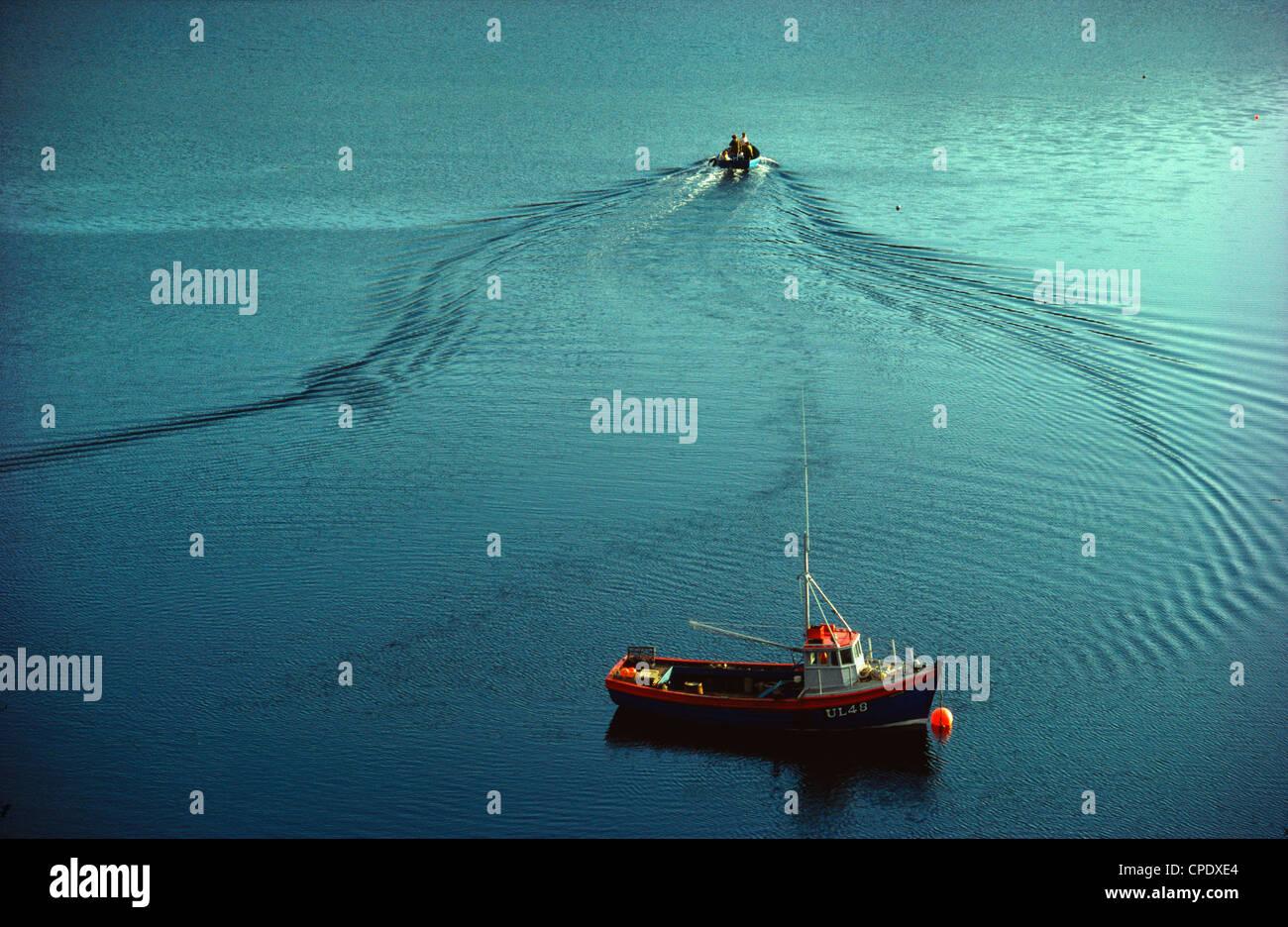 Barche nel porto di Kinlochbervie, Sutherland, Scozia Foto Stock