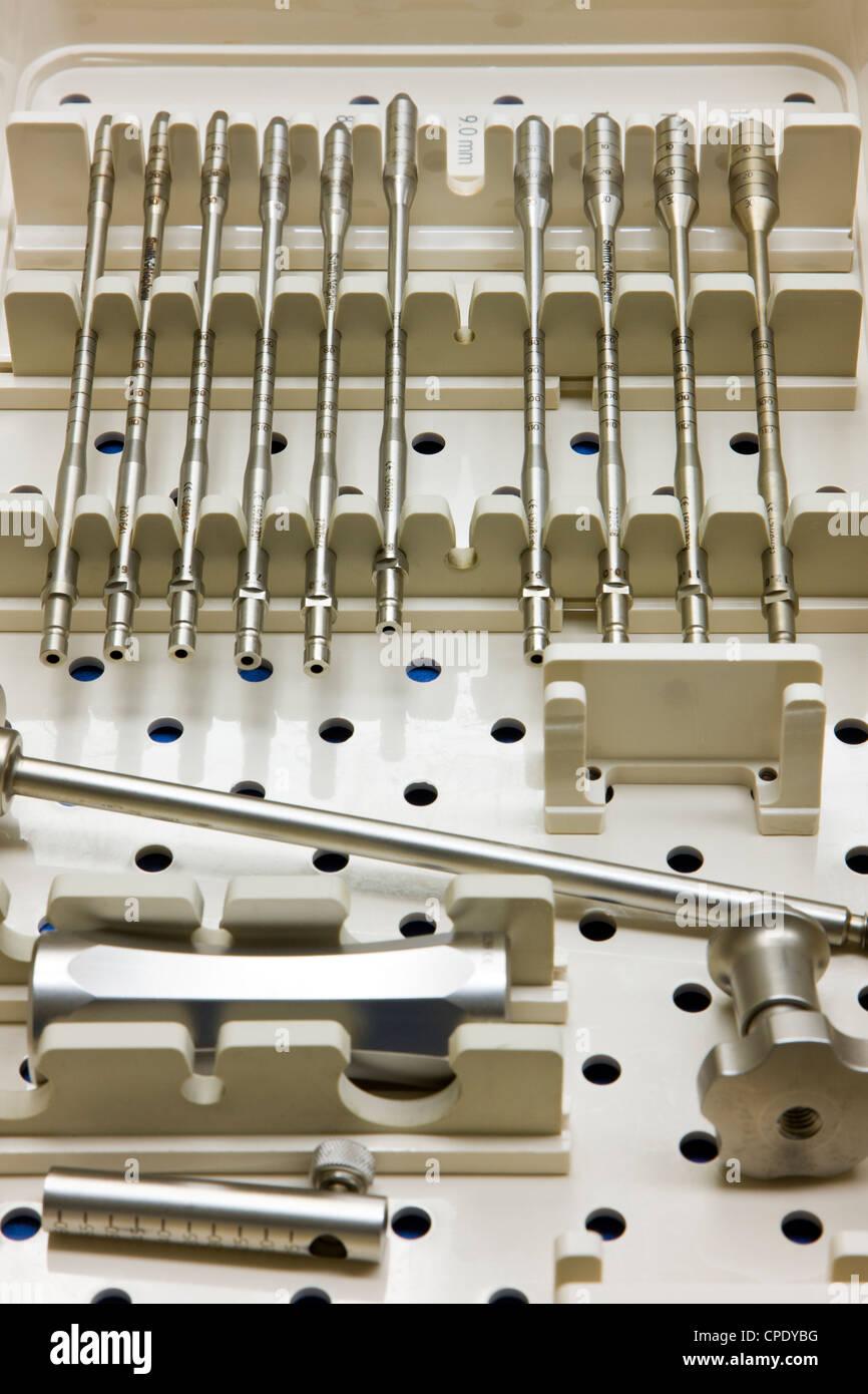 Gli strumenti e gli utensili usati in campo medico le procedure operative Immagini Stock
