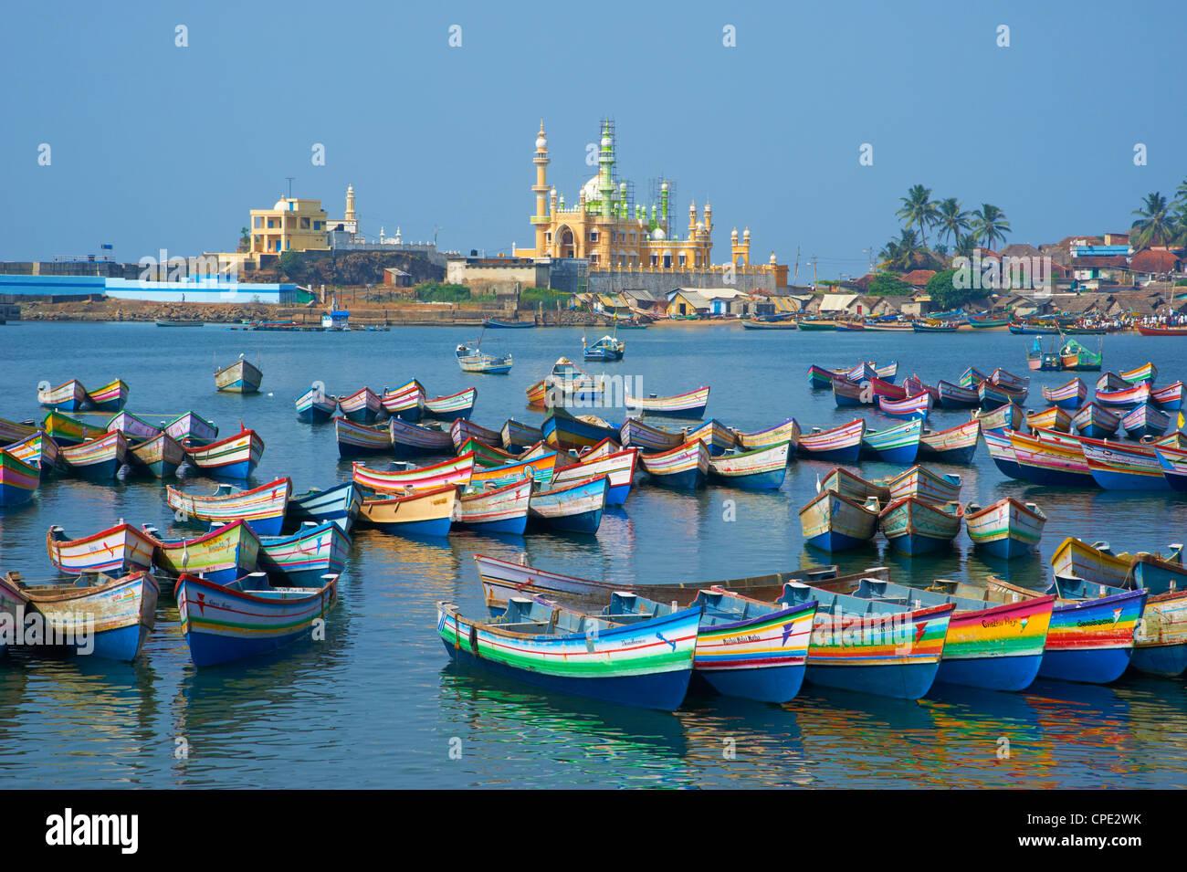 Vizhinjam, porto di pesca vicino a Kovalam, Kerala, India, Asia Immagini Stock