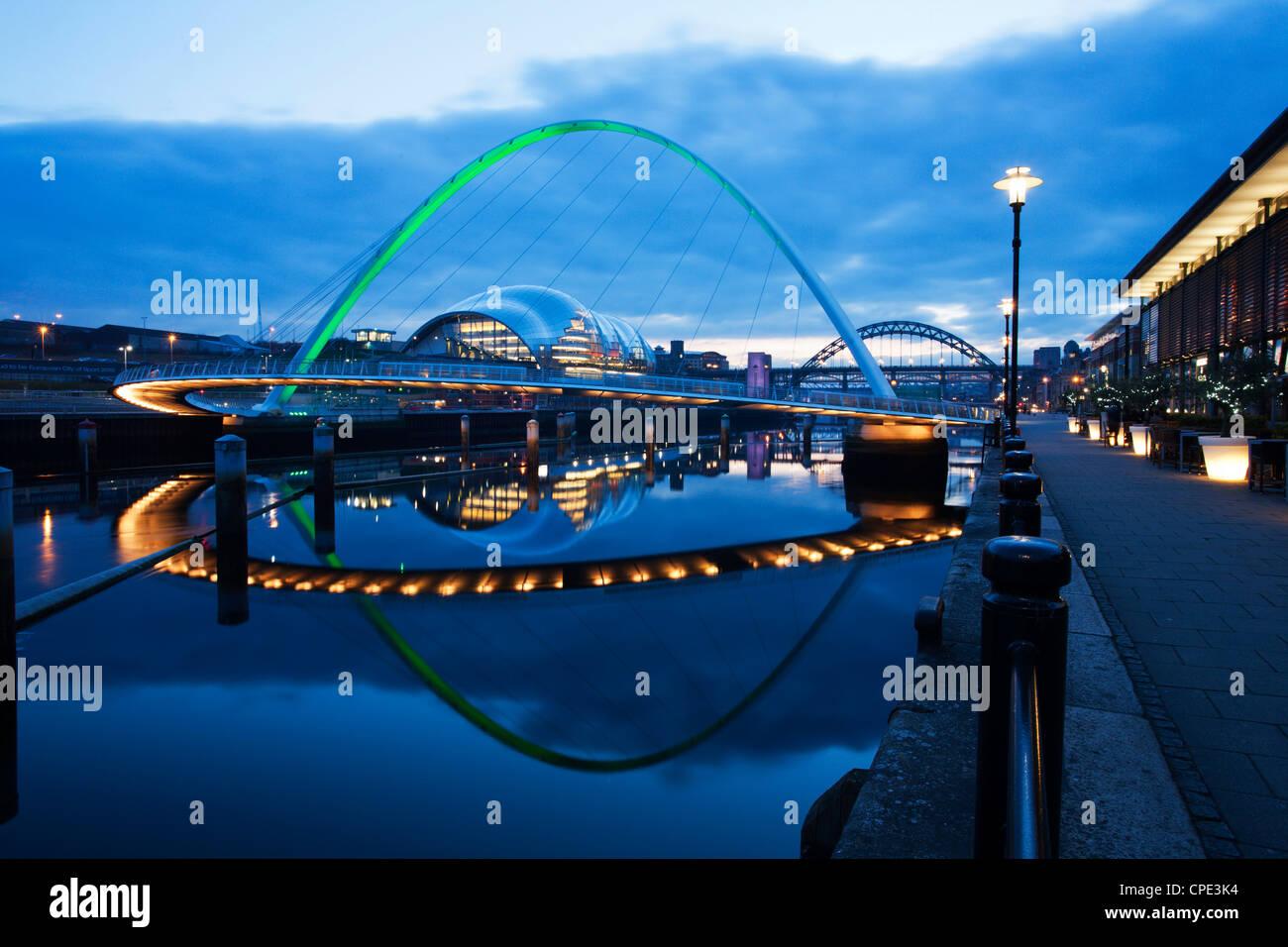 Gateshead Millennium Bridge, Tyne and Wear, England, Regno Unito Foto Stock