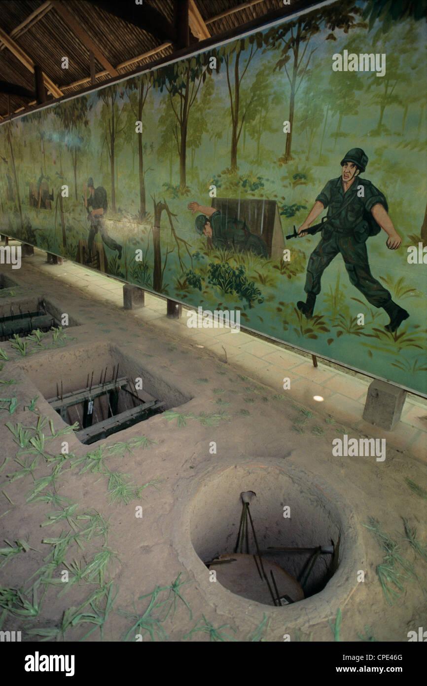 Esempi di trappole utilizzate durante la guerra del Vietnam, ai Tunnel di Cu Chi, vicino la città di Ho Chi Minh Foto Stock